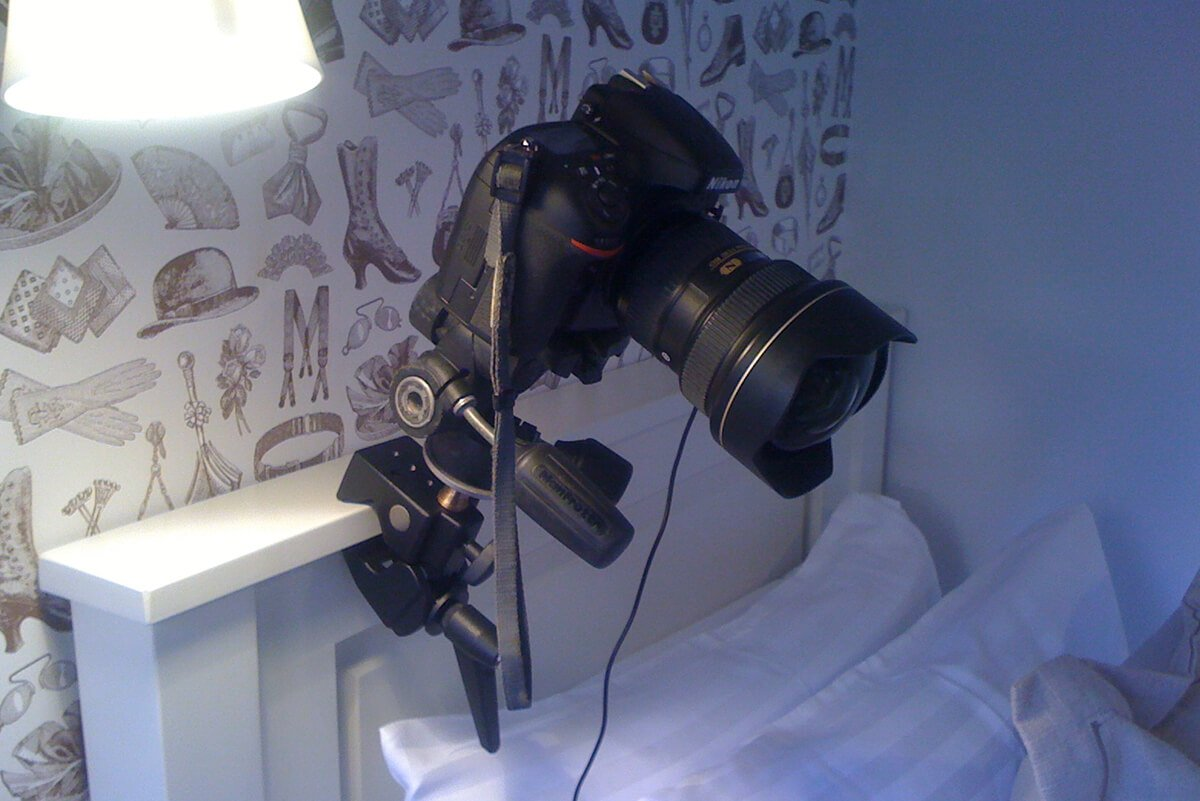 photo clamping a camera to a bed