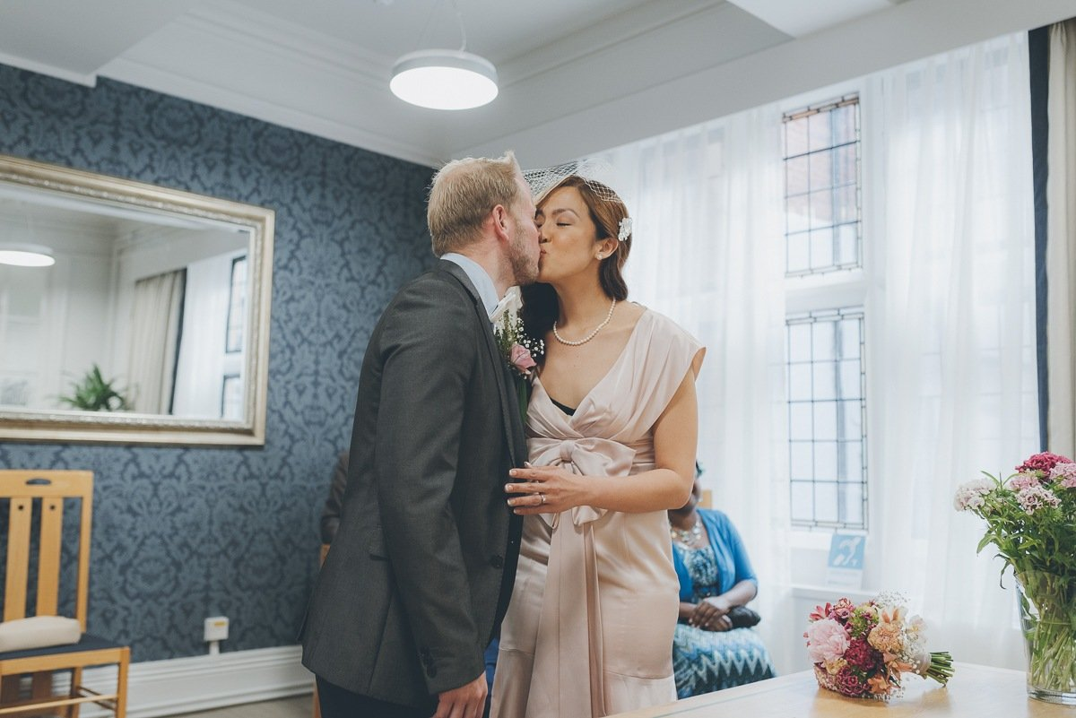 wedding photography from winchester registry office in hampshire